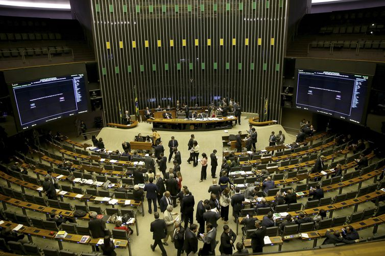 Câmara aprova texto-base que modifica regras do ISS, o Imposto sobre Serviços